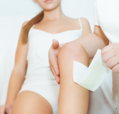 woman-having-legs-waxed-in-clinic